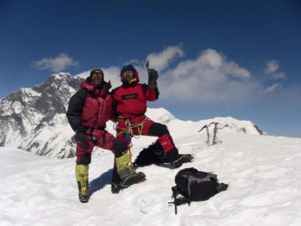 Baruntse summit photo