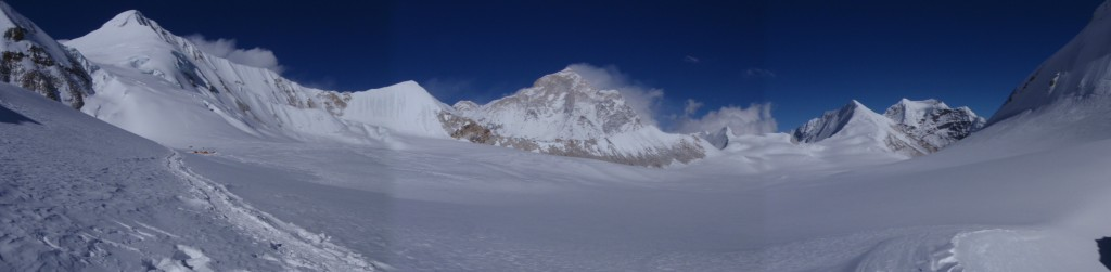 Panorama on top of the West Col towards Makalu