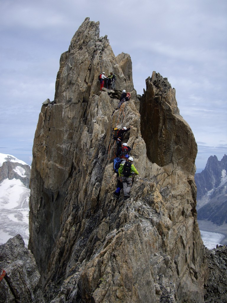 Traffic jam before the crux of the d'Entrèves traverse