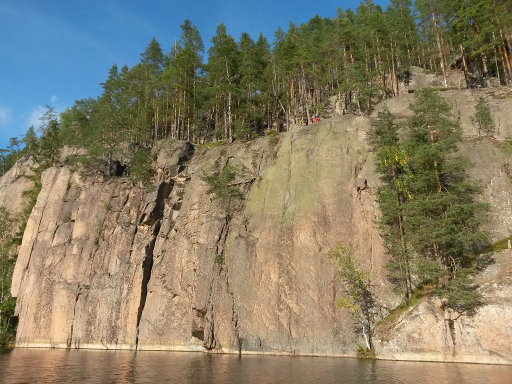 The Paskantärkeä sector. The routes we climbed are the first one above the water from the right.